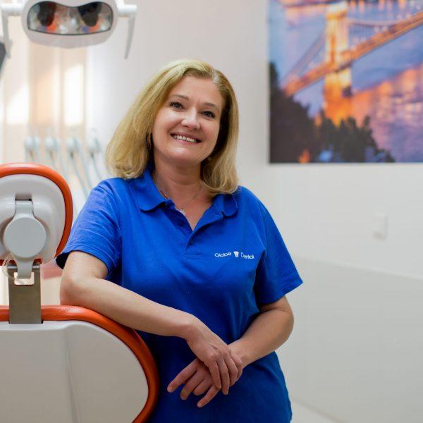 Szabó Tünde vezető asszisztens, dentálhigiénikus Globe Dental Fogászati és Szájsebészeti Magánrendelő_11